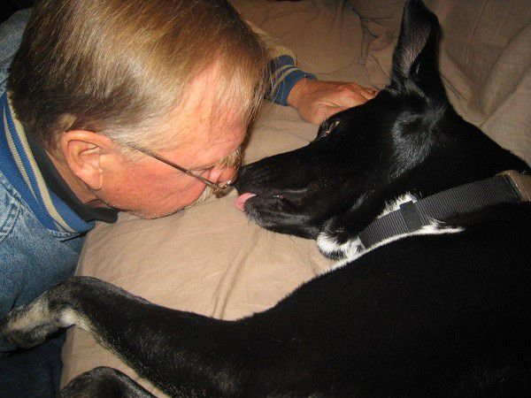 Smooches for Grandpa. (Photo by Wendy Newell)