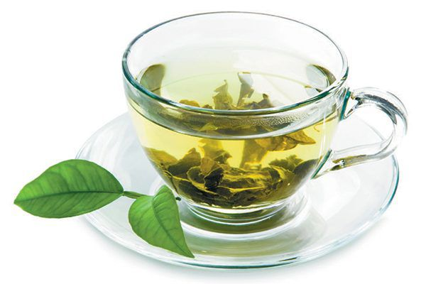 Natural remedies — Green tea. Photography by ©NatalyaTerr | Getty Images.